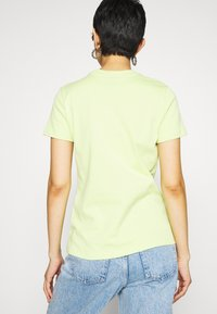 Nike Sportswear - TEE - T-shirts med print - limelight - 2