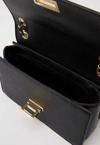 Pieces - PCSASELINA CROSS BODY KEY - Across body bag - black - 2