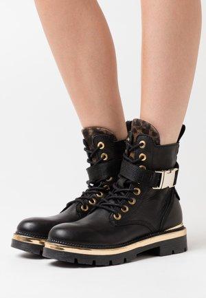 PAMELA WAYCROSS - Platform ankle boots - black