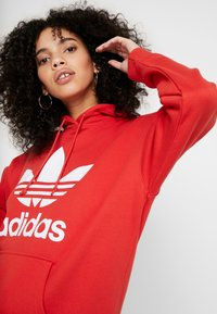 adidas Originals - ADICOLOR TREFOIL ORIGINALS HODDIE - Hoodie - lush red/white - 3