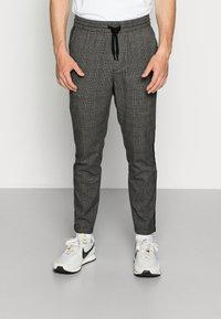 Only & Sons - ONSLINUS PANT CHECKS - Trousers - medium grey melange - 0