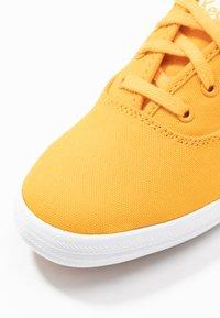 Keds - CHAMPION SEASONAL SOLIDS - Sneakersy niskie - cadmium yellow - 2