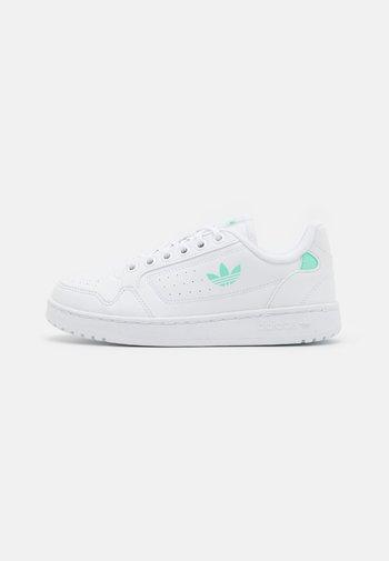 NY 90 UNISEX - Sneakers basse - footwear white/easy green