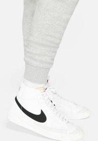 Nike Sportswear - Träningsbyxor - dark grey heather/iron grey - 6