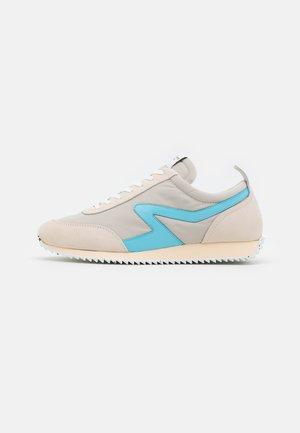 RETRO RUNNER - Sneakers - paloma