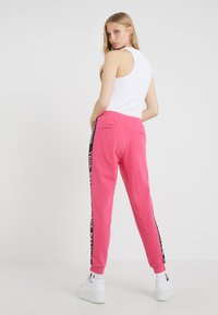 True Religion - PANT TAPE BLACK - Pantalon de survêtement - pink - 2