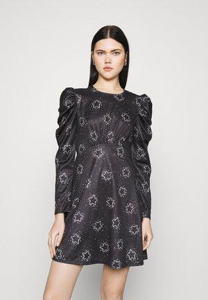 RUCHED WAIST FLIPPY - Sukienka letnia - mono