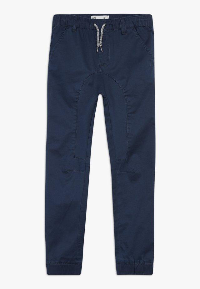 LOGAN CUFFED - Pantaloni - navy