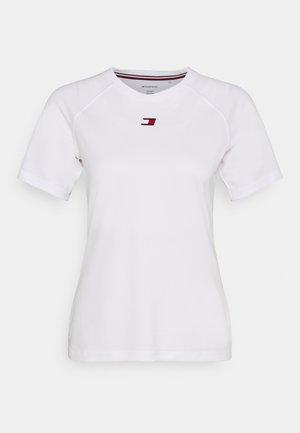 PERFORMANCE LOGO - Print T-shirt - white