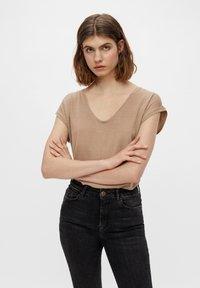 Pieces - Camiseta básica - natural - 0