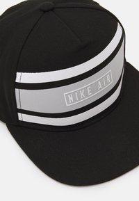 Nike Sportswear - STRIPE SNAPBACK UNISEX - Pet - black - 3