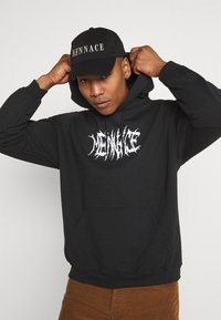 Mennace - LIGHTNING STEED REGULAR HOODIE - Luvtröja - black - 3