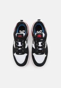 Nike SB - ALLEYOOP UNISEX - Trainers - white/black/university red - 3