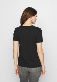 Calvin Klein Jeans - REFLECTIVE MONOGRAM TEE - Printtipaita - black - 2