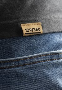 Liger - LIMITED TO 360 PIECES - DARRIN UMBOH - LIGER - T-SHIRT PRINT - Print T-shirt - dark grey - 5