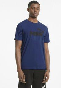 Puma - ESSENTIALS LOGO MAND - Print T-shirt - elektro blue - 0