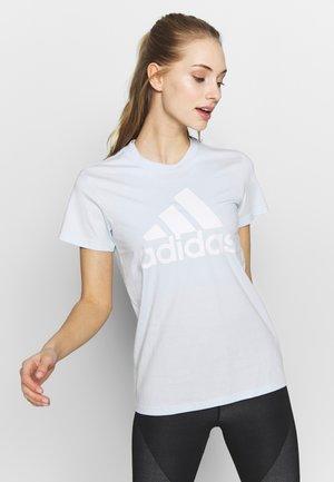 BOS TEE - Print T-shirt - skytin