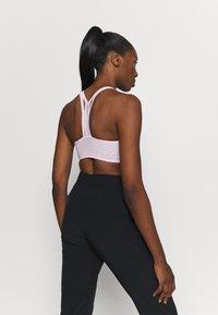Nike Performance - INDY ULTRABREATHE BRA - Sport BH - pink foam/hyper pink/black - 2