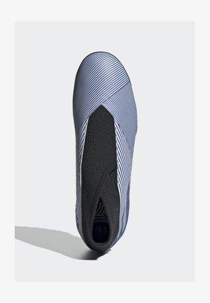 NEMEZIZ 19.3 TURF BOOTS - Astro turf trainers - white