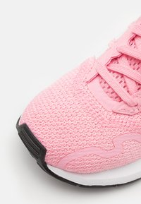 adidas Originals - SWIFT RUN X SHOES - Trainers - light pink/footwear white/core black - 5