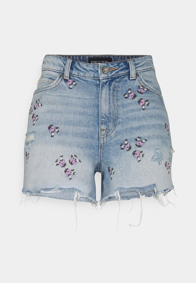 PCTULLA EMBROIDERY - Szorty jeansowe - light blue denim