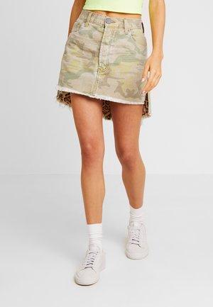 SAFARI CAMO MID RISE RELAXED SKIRT - Denim skirt - light green