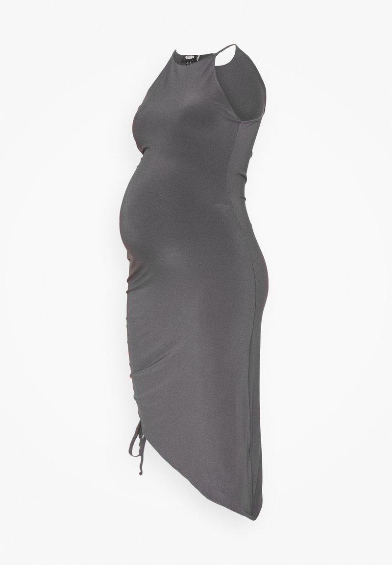 Missguided Maternity - MATERNITY SLINKY RACER NK RUCHED DRESS - Denní šaty - grey