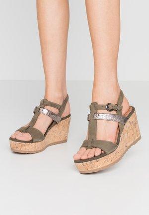 Sandaler med høye hæler - khaki