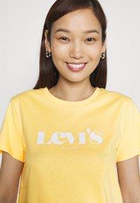 Levi's® - THE PERFECT TEE - Triko spotiskem - golden hazee - 3