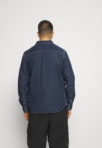 Calvin Klein Jeans - SKATE  - Shirt - denim medium - 2
