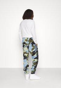 adidas Originals - Pantaloni sportivi - ambient sky - 3