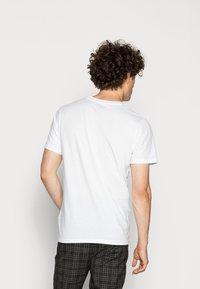 Jack & Jones - JORBASIC 5 PACK  - T-shirt basic - only white - 2