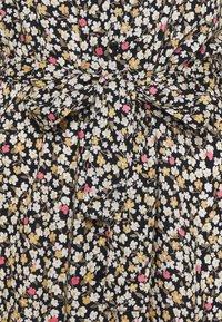Pieces Petite - PCREBA DRESS  - Skjortekjole - black/ditsy - 2