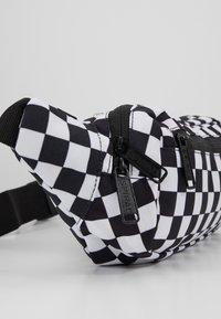 Spiral Bags - CROSSBODY - Ledvinka - black/white - 6