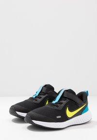 Nike Performance - REVOLUTION 5 UNISEX - Obuwie do biegania treningowe - black/lemon/laser blue/hyper crimson/white - 3