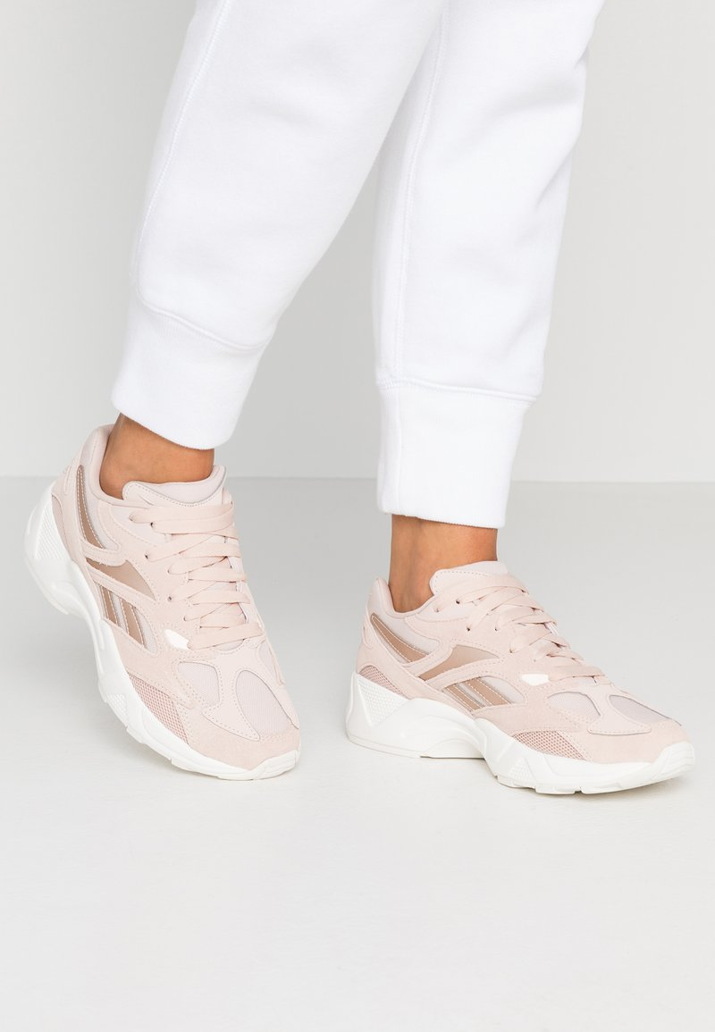 Reebok Classic - AZTREK 96 - Trainers - buff/chalk/pink/orange