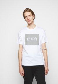 HUGO - Print T-shirt - white - 0