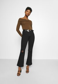 Vero Moda - VMPANDA OFF SHOULDER - Long sleeved top - dark brown - 1