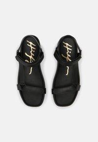 Tommy Hilfiger - INTERLOCK FLAT - Sandals - black - 4