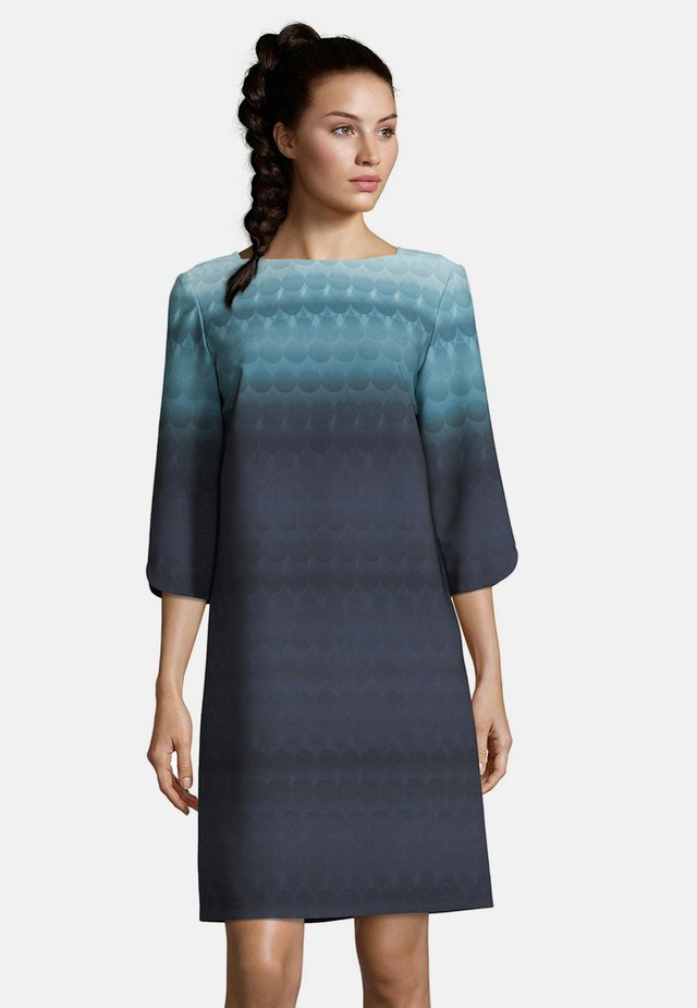 MIT FARBVERLAUF - Day dress - blue/petrol