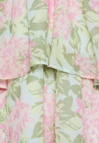 Gina Tricot - EXCLUSIVE MALVA HALTERNECK DRESS - Koktejlové šaty/ šaty na párty - pink - 3