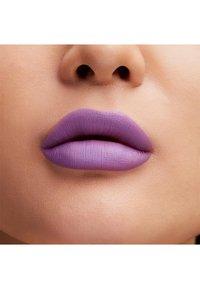 MAC - BOTANIC PANIC LIPSTICK - Lipstick - forget-me-naughty - 2