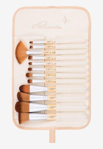 BAMBOO'S ROOT - Makeup brush set - -