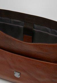 Strellson - SUTTON BRIEFBAG - Laptop bag - cognac - 4