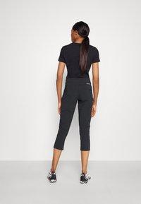 Columbia - MUIR PASS™ II CROPPED PANT - Pantaloncini 3/4 - black - 2