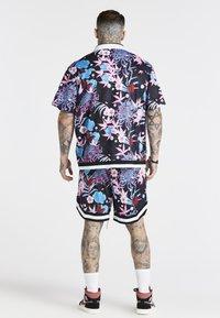 SIKSILK - LOOSE FIT AOKI SHIRT - Shirt - blue/pink/white - 2