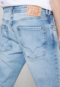 Pepe Jeans - STANLEY BANDANA - Jeans Tapered Fit - denim - 5