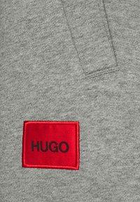 HUGO - DOAK - Verryttelyhousut - medium grey - 6