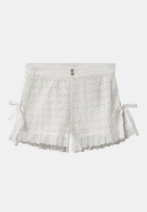 HIGH SIDE SLITS - Shorts - off white