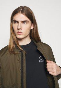 Études - LOGO UNISEX - T-shirt con stampa - black - 3